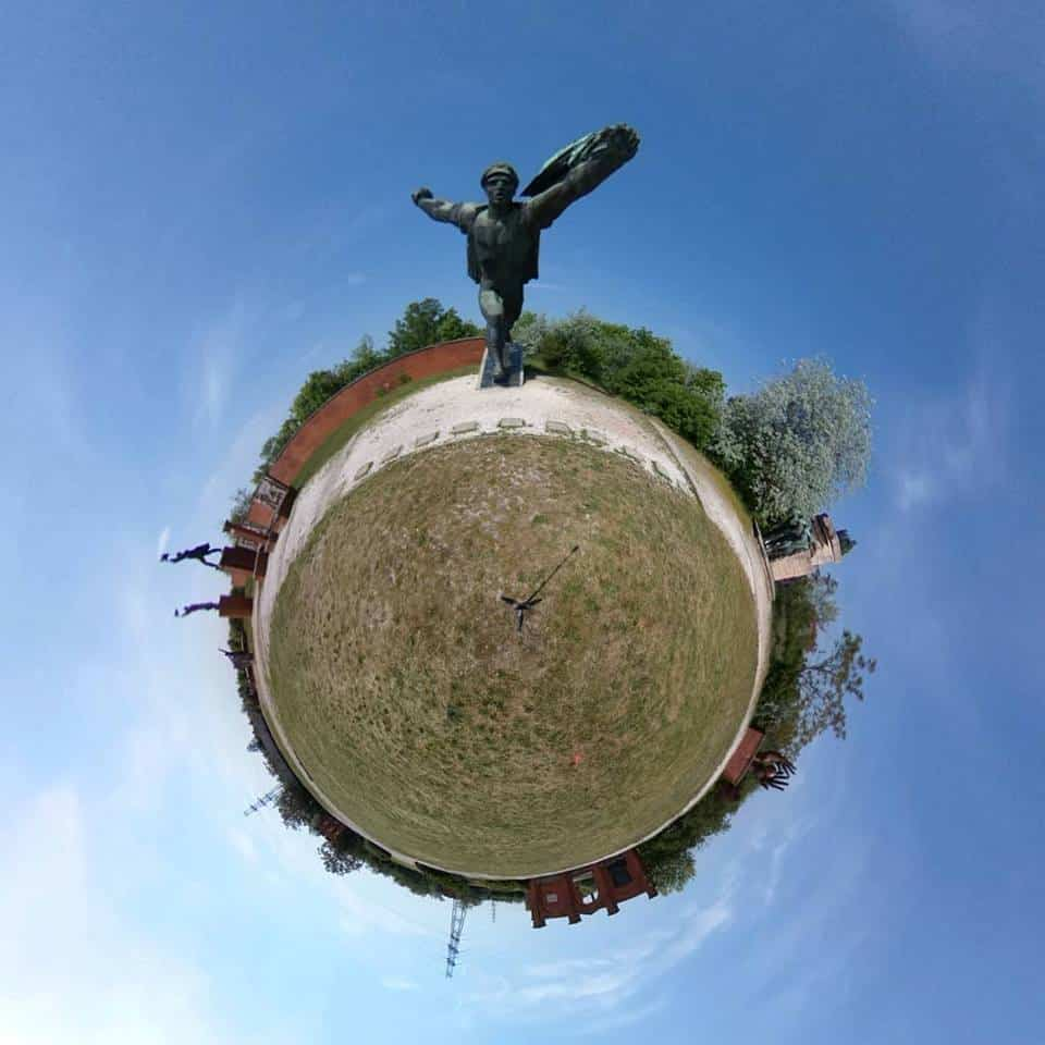 imagine tiny planet statui comuniste Budapesta