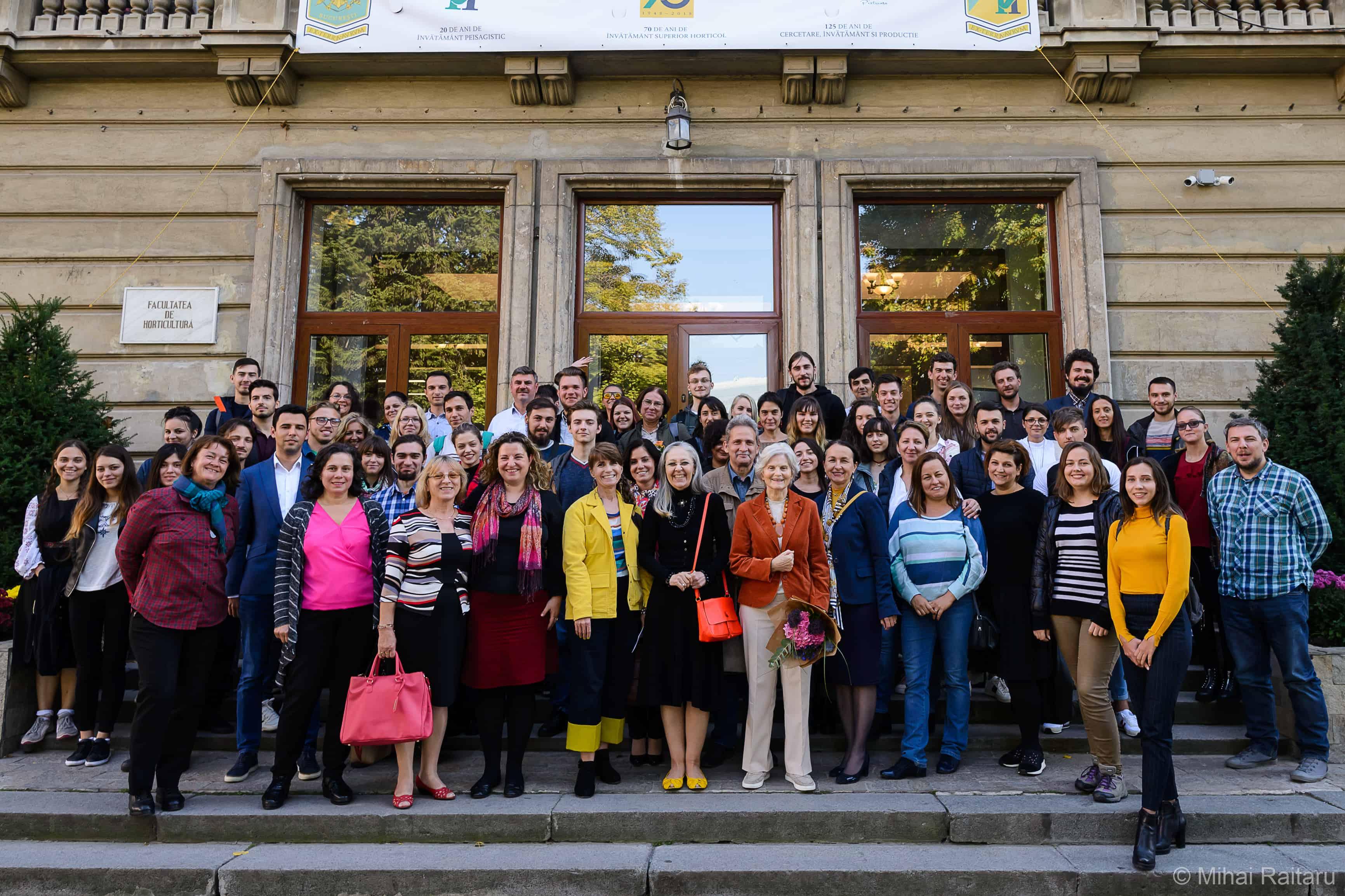 imagine de grup la aniversarea a 20 de ani de peisagistica in Romania la USAMVB